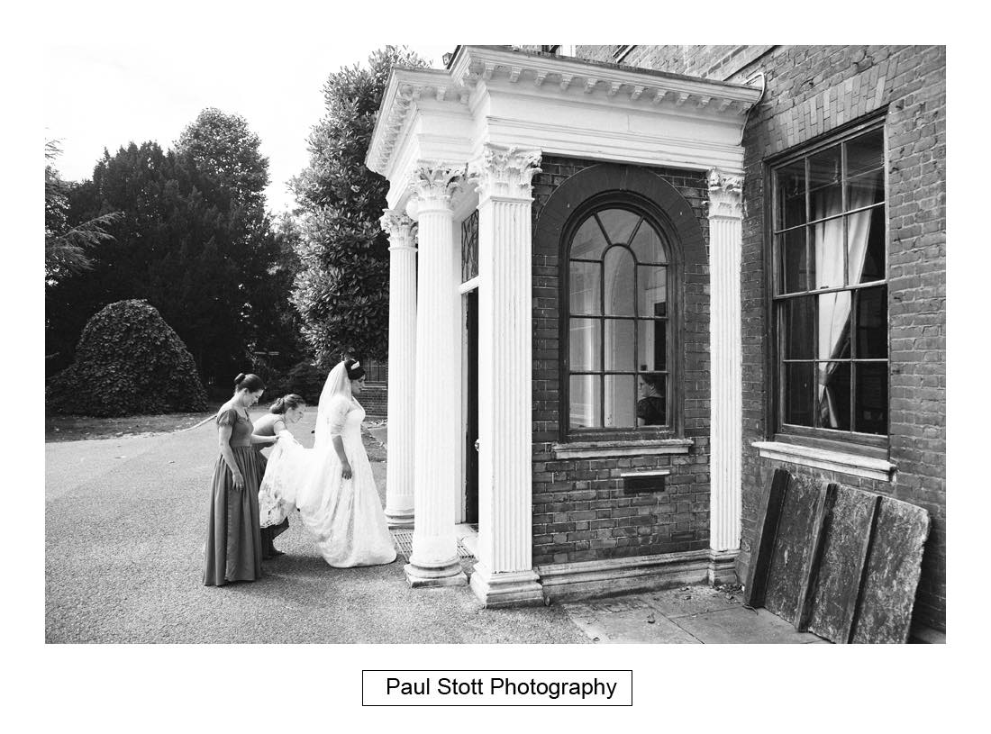 bride arrives capel manor - Wedding Photography Capel Manor - Zaineb and Jonny