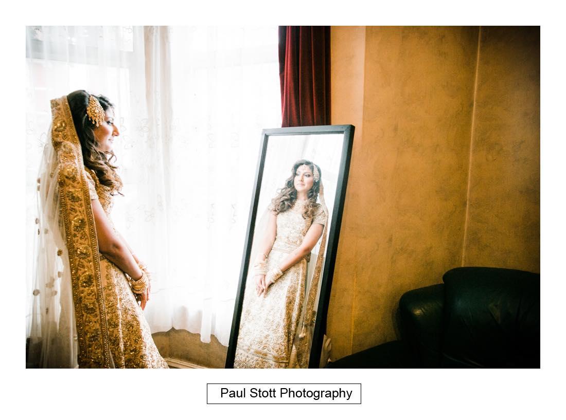 bridal preparation 002 - Wedding Photography Plaisterers Hall - Alvin and Zara
