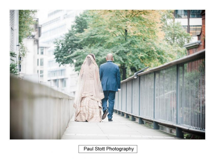 bride_groom_walking_001