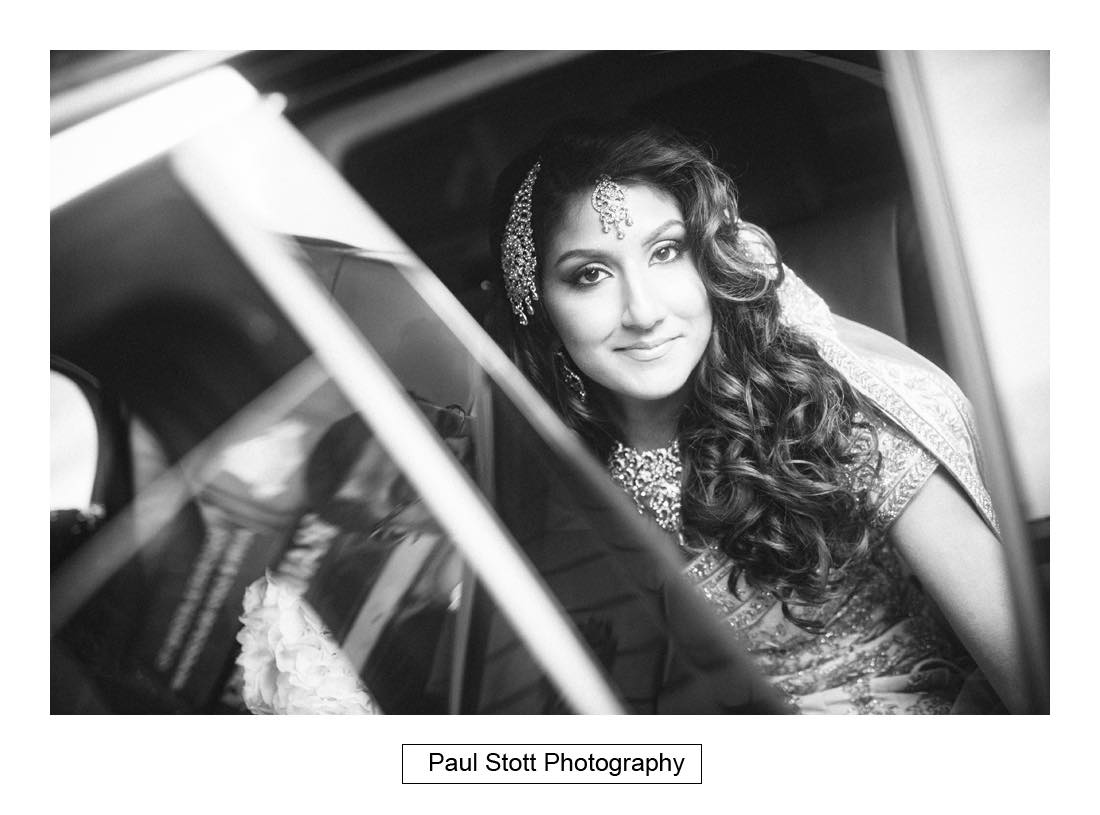 bride wedding car - Wedding Photography Plaisterers Hall - Alvin and Zara