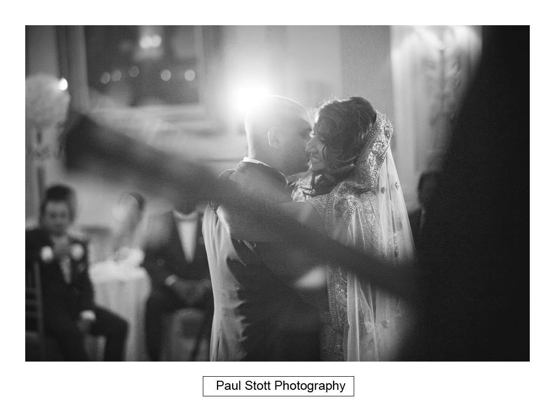 first dance plaisterers hall - Wedding Photography Plaisterers Hall - Alvin and Zara