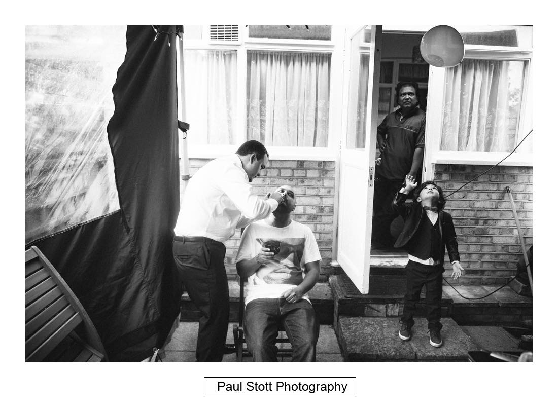 groom wedding preparation 002 - Wedding Photography Plaisterers Hall - Alvin and Zara