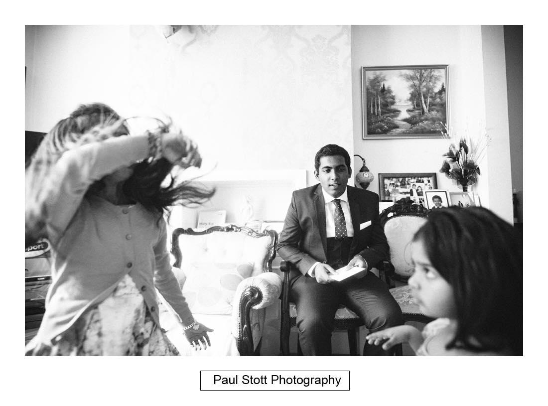 groom wedding preparation 005 - Wedding Photography Plaisterers Hall - Alvin and Zara