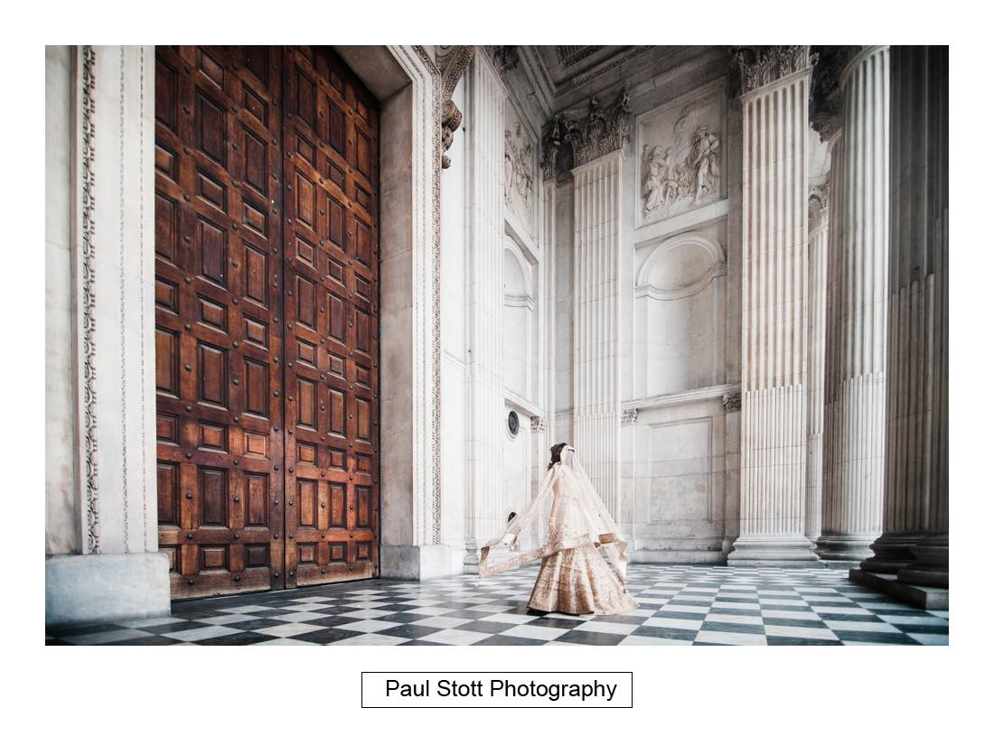wedding photography st pauls london003 - Wedding Photography Plaisterers Hall - Alvin and Zara
