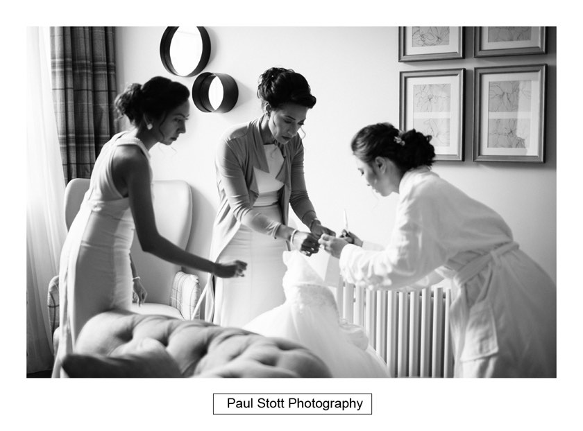 bride wedding preparation 007 - Wotton House Wedding Photography - Na Lee and James