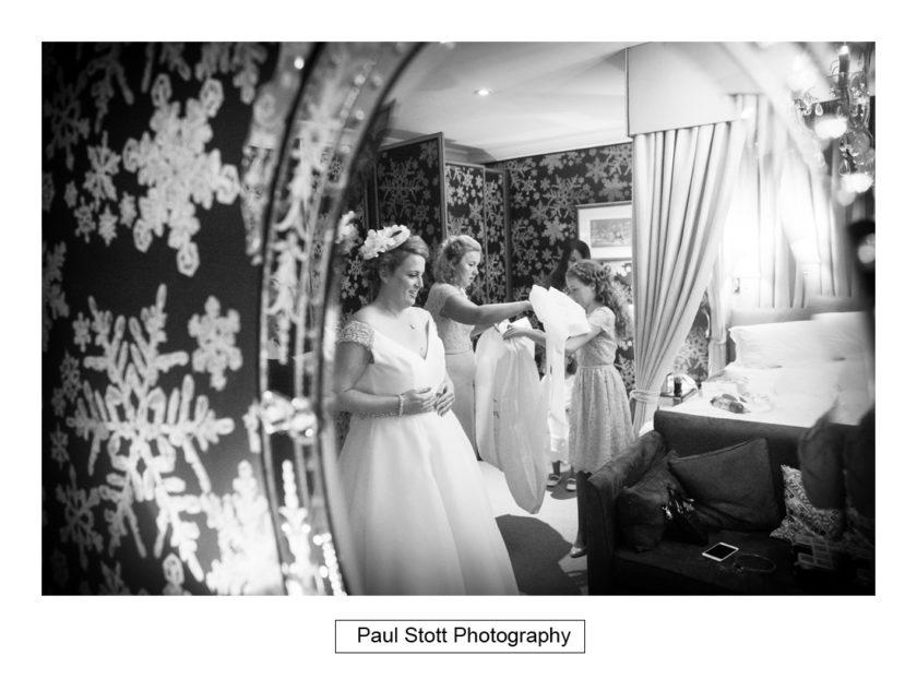 bridal preparation quat de saisions 011 - Quat'Saisons Wedding Photography - Angela and Paul