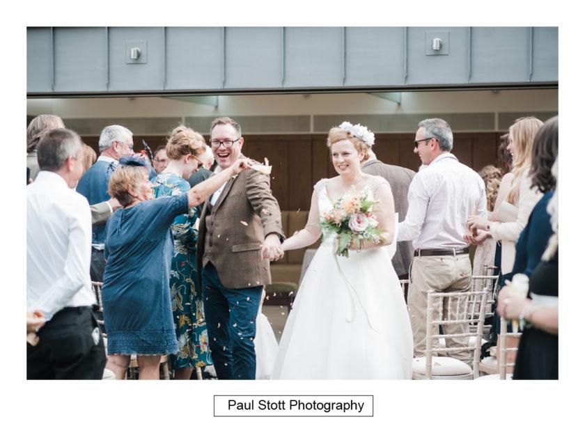 confetti - Quat'Saisons Wedding Photography - Angela and Paul