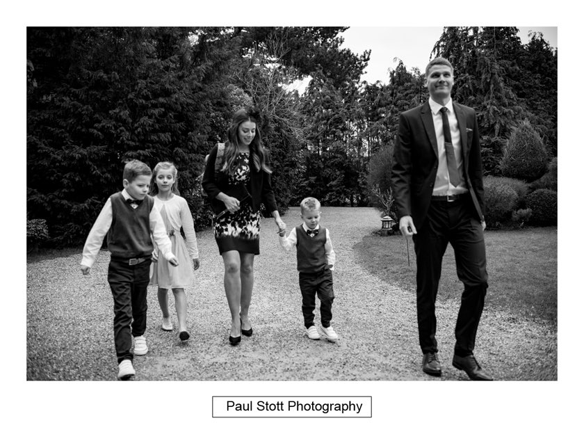 guests arriving hampton court house - Hampton Court House Wedding Photography - Phil and Vittoria