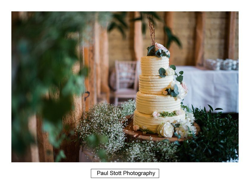 Wedding Photography Taylors Farm | The Wedding Cake