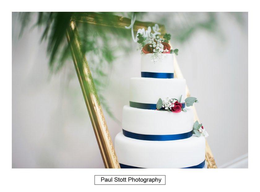 wedding cake - Hampton Court House Wedding Photography - Phil and Vittoria