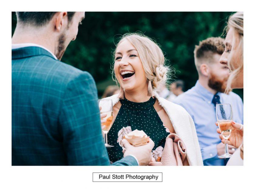 098_woodlands_farm_wedding_guests_003