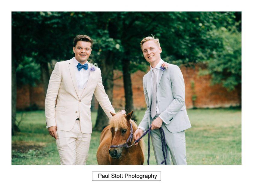 100_woodlands_farm_wedding_couple_001